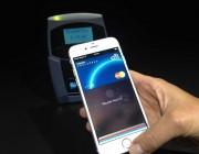 微信支付宝向左,银联Apple Pay向右