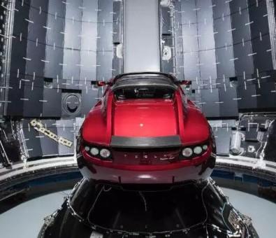 Space X 首次发射重型猎鹰(Falcon Heavy)运载火箭