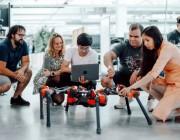 """社交媒体巨头的野心和布局:Facebook公布三款机器人,大力推动AI研究""""落地""""发展"""